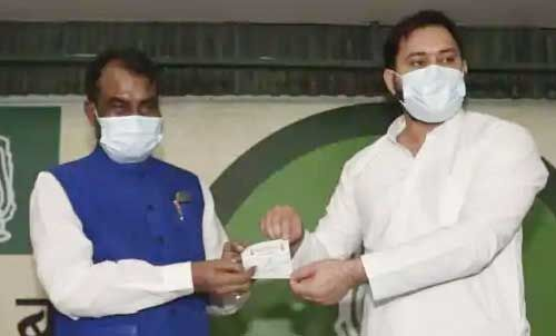 श्याम रजक अपने पुराने घर राजद में फिर से की वापसी, तेजस्वी यादव ने दिलाई पार्टी की सदस्यता