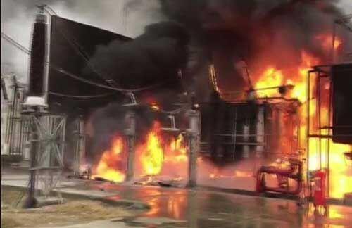 ग्रेटर नोएडा : मेट्रो के पॉवर हाउस में ब्लास्ट के साथ लगी भीषण आग, कई सेक्टरों की बत्ती गुल