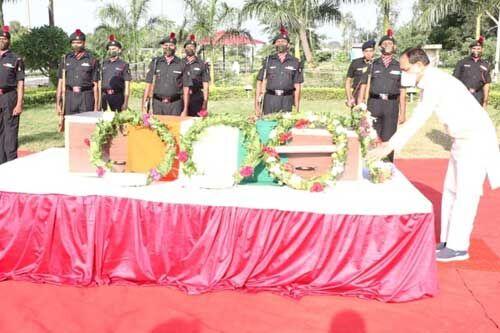 शहीद मनीष को मुख्यमंत्री शिवराज सिंह ने दी श्रद्धांजलि, परिजनों को एक करोड़ और सरकारी नौकरी देने की घोषणा