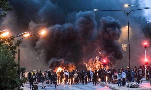 स्वीडन : इस्लाम विरोधी नेता की गिरफ्तारी पर समर्थकों ने किया कुरान का अपमान, विरोध में भड़के दंगे