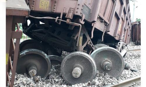 दिल्ली-आगरा रेल मार्ग पर मालगाड़ी के 5 डिब्बे हुए बेपटरी, कोई हताहत नहीं