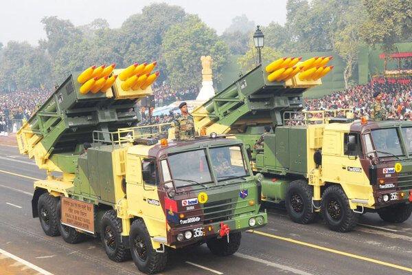 सीमाओं पर भारतीय सेना ने बढ़ाई ताकत, स्वदेशी कंपनी से ही पिनाका रॉकेट लॉन्चर खरीद रही सरकार