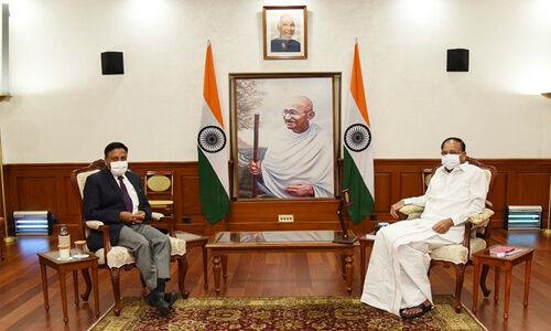नवनियुक्त चुनाव आयुक्त राजीव कुमार ने उप राष्ट्रपति से की मुलाकात