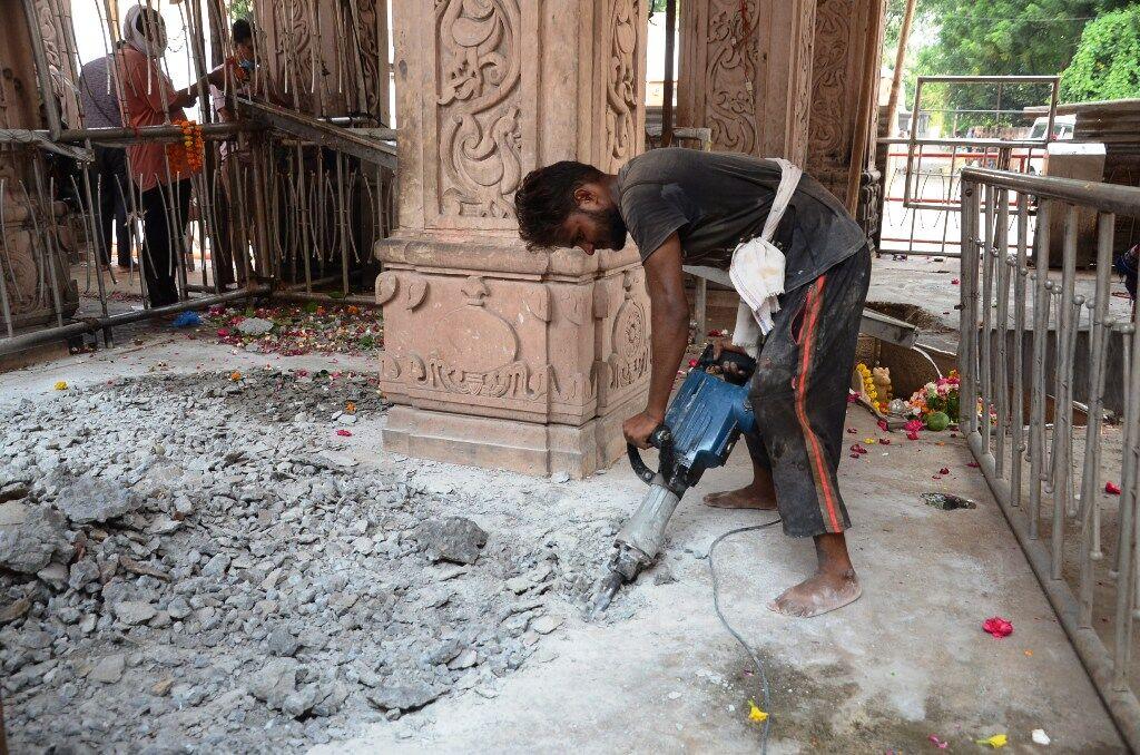 चबूतरा छह इंच नीचा होने से भक्त कर सकेंगे भगवान भोलेनाथ के दर्शन