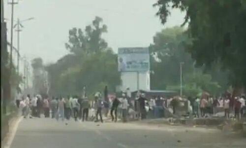 उत्तर प्रदेश में सरकारी नौकरियों में 5 साल संविदा के खिलाफ छात्रों का हल्ला बोल, पुलिस ने भांजी लाठियां