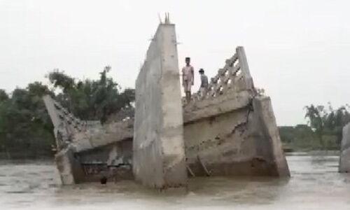 बिहार में पुल उद्घाटन से पहले ही बह गया, ग्रामीणों का आरोप- निर्माण में बरती गई लापरवाही