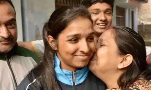 शिवांगी सिंह होंगी राफेल की पहली महिला पायलट, कामयाबी पर घर में जश्न