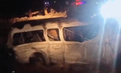 कराची-हैदराबाद मोटरवे पर एक यात्री वैन पलटने से 13 की मौत