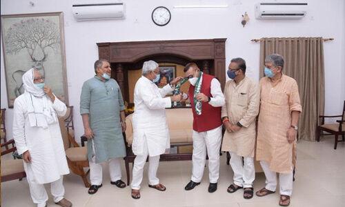पूर्व डीजीपी गुप्तेश्वर पांडेय जदयू में हुए शामिल, नीतीश ने दिलाई सदस्यता