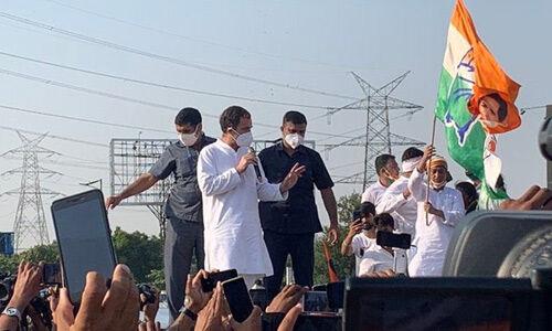 राहुल और प्रियंका का काफिला हाथरस के लिए रवाना, डीएनडी पर कांग्रेसियों पर हुआ लाठीचार्ज