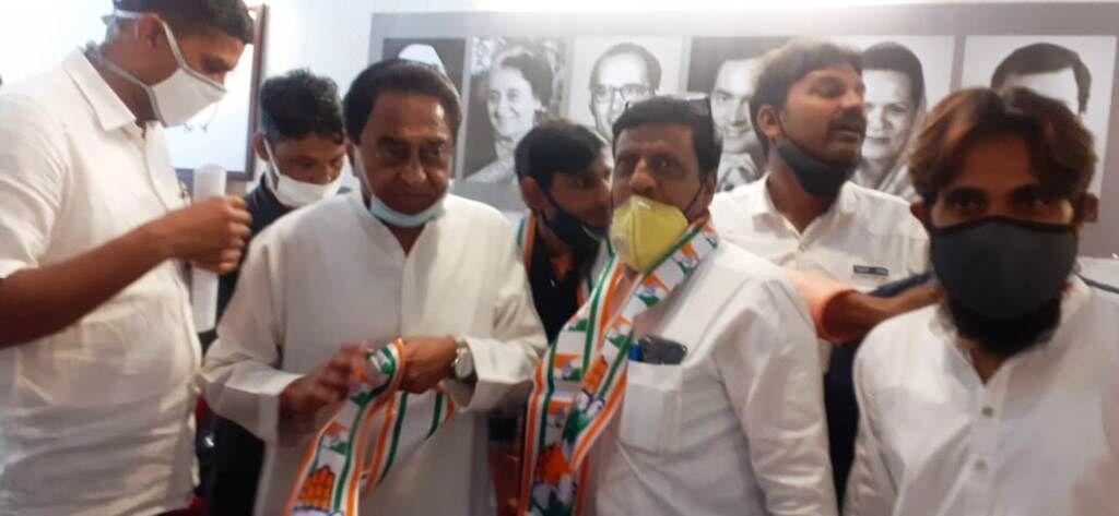 आम आदमी पार्टी के कार्यकर्ताओं ने ली कांग्रेस की सदस्यता