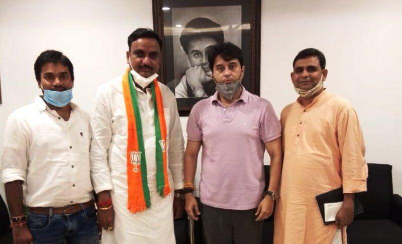 मेंहगांव सीट पर कांग्रेस को बड़ा झटका, राजेंद्र सिंह गुर्जर समेत तीन नेता भाजपा में शामिल
