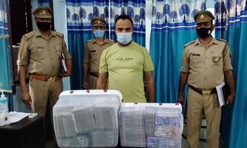 ग्रेटर नोएडा : चोर के पास मिली रकम को गिनने के लिए पुलिस ने मंगाई मशीन