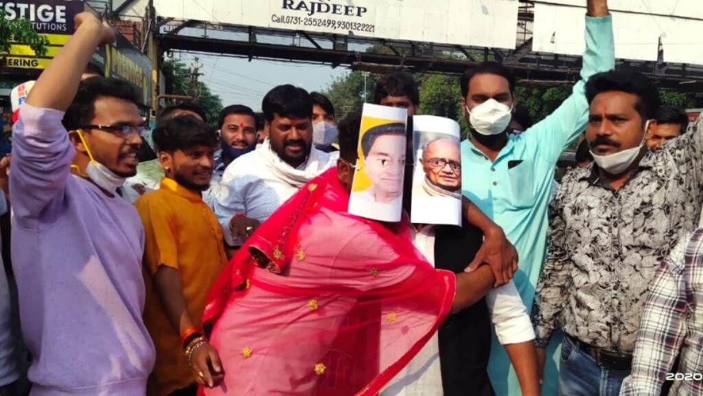 इंदौर में भाजपा कार्यकताओं ने कमलनाथ बन लगाए ठुमके, दिग्विजय ने दी दाद