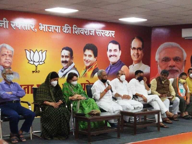 लोकतंत्र को कोरोना से बचाने के लिए जरूर करें मतदान : प्रभात झा