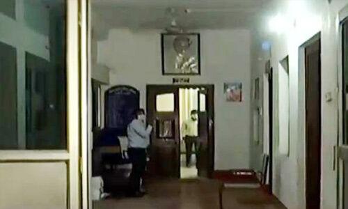 पटना में कांग्रेस के मुख्यालय सदाकत आश्रम में आयकर विभाग की रेड, गाड़ी में मिले लाखों रुपये