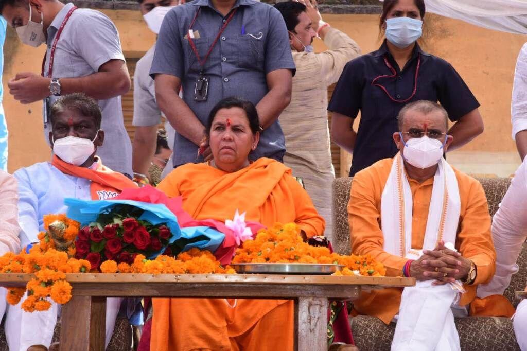 कांग्रेस की  सरकार जनता से किये वादे पूरे ना करने के कारण गिरी : उमा भारती