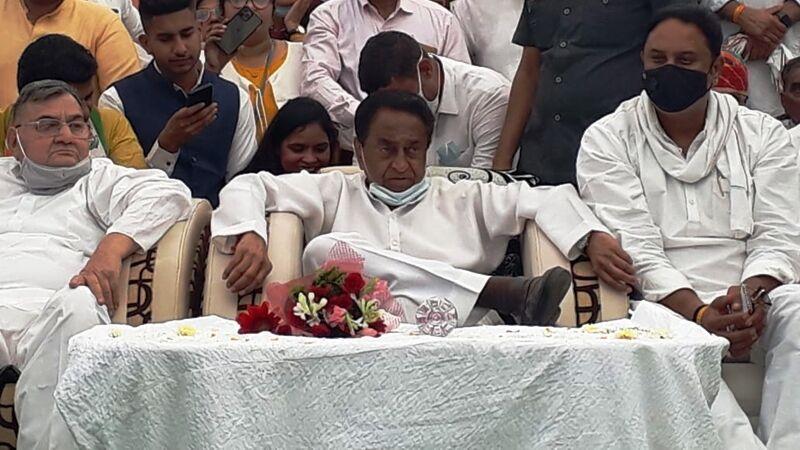 चुनाव आयोग ने कांग्रेस नेता कमलनाथ का स्टार प्रचारक का दर्जा छीना