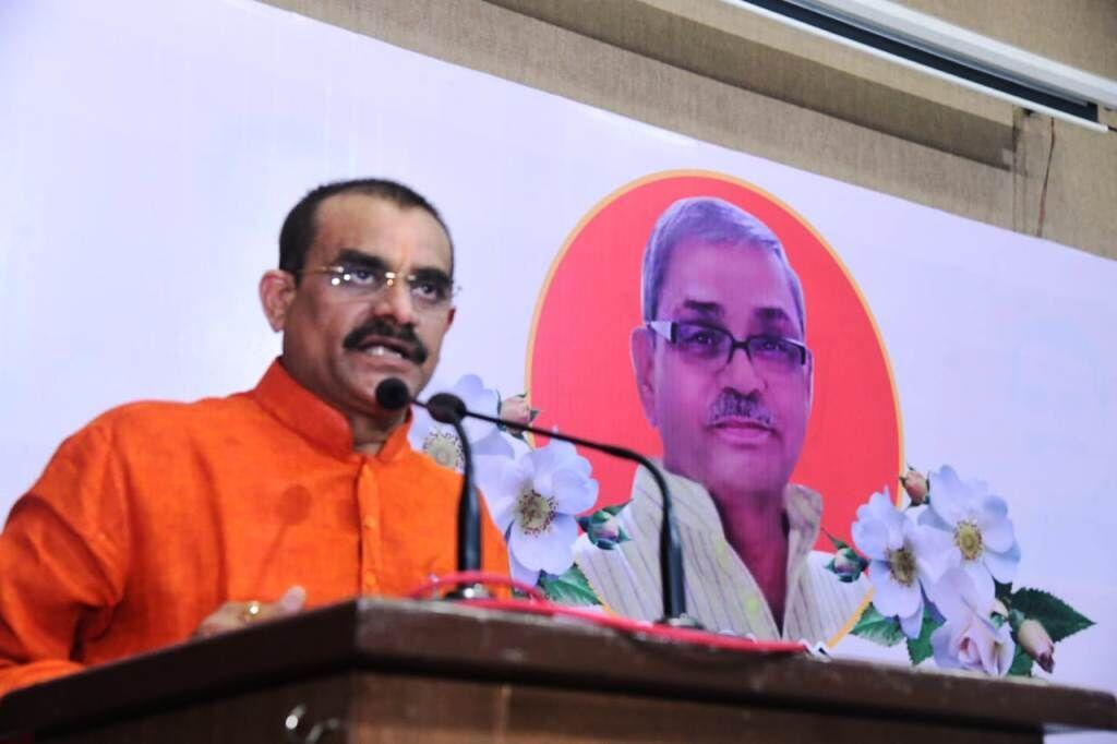 गुण्डागर्दी कर प्रदेश का माहौल बिगाड़ रही कांग्रेस: वीडी शर्मा