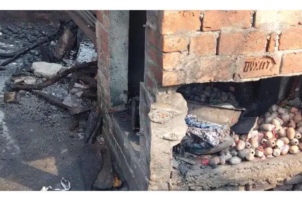 हादसा : कुशीनगर में पटाखे के अवैध गोदाम में विस्फोट, चार की मौत, 12 झुलसे