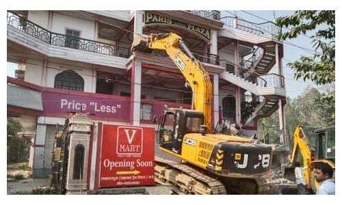 उप्र में अवैध निर्माणों पर योगी सरकार का बुलडोजर चलना जारी
