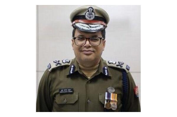 लखनऊ के पुलिस कमिश्नर को योगी सरकार ने क्यों हटाया, जानने के लिए पढ़े पूरी खबर