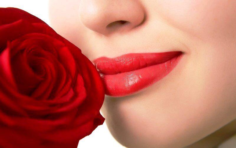 सर्दियों में होठों का फटना आम बात, ऐसे रखें गुलाबी और सॉफ्ट