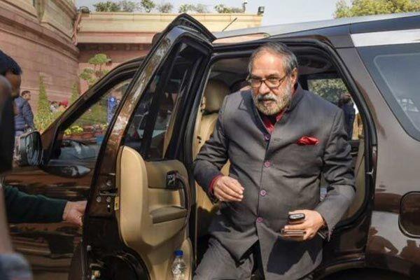 राज्यसभा में विपक्ष के उप नेता आनंद शर्मा ने की पीएम मोदी की तारीफ, बैकफुट पर आई कांग्रेस