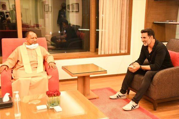 अभिनेता अक्षय कुमार ने मुख्यमंत्री योगी आदित्यनाथ से की मुलाकात