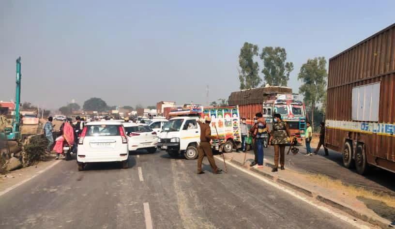 ग्वालियर से NH पर किसानों के आंदोलन के चलते दिल्ली की तरफ जाने वाला रास्ता बंद