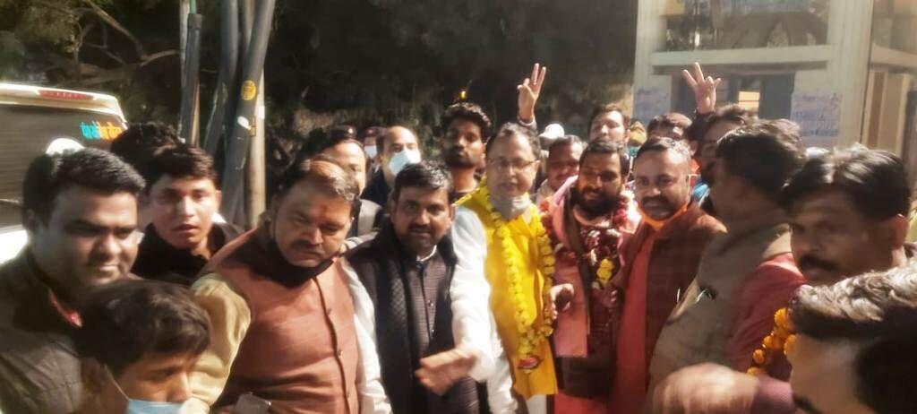 आगरा स्नातक सीट पर भाजपा को मिली सफलता, मानवेन्द्र सिंह हुए विजयी