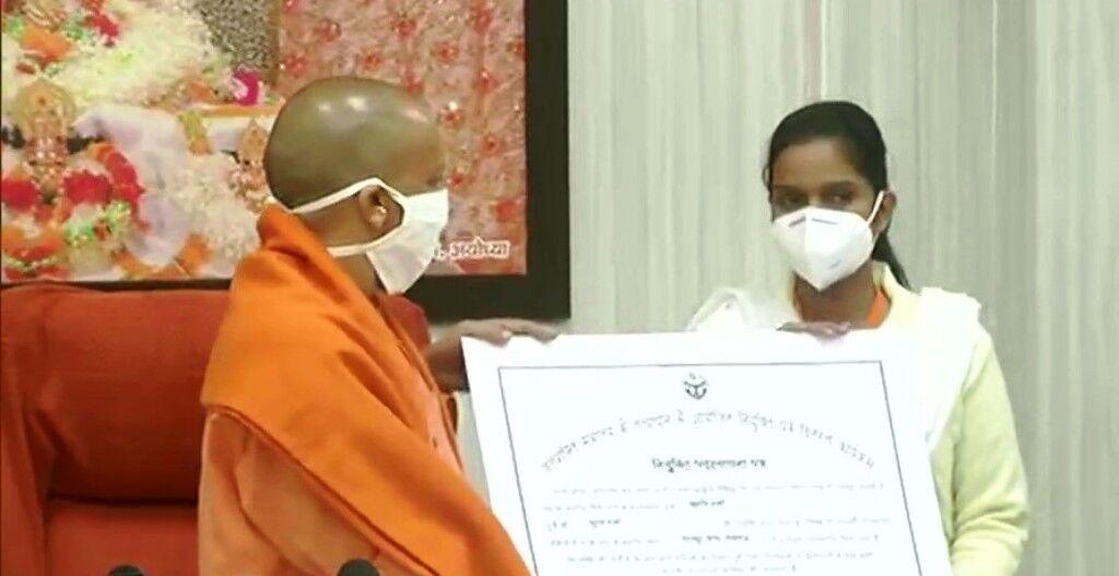 मुख्यमंत्री योगी ने मिशन रोजगार के तहत 3,209 नलकूप चालकों को दिए नियुक्ति पत्र