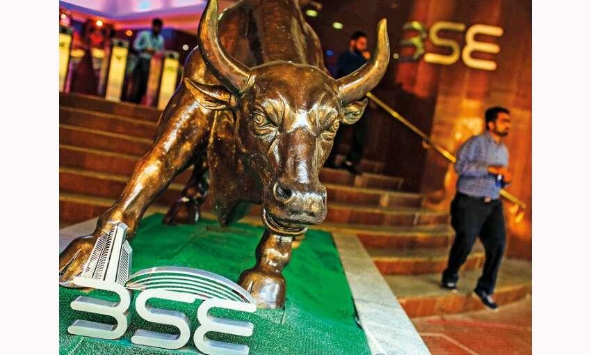 कोरोना आपदा के बीच बढ़त के साथ बंद हुआ शेयर बाजार, 50 हजार के अंक को छूकर लौटा