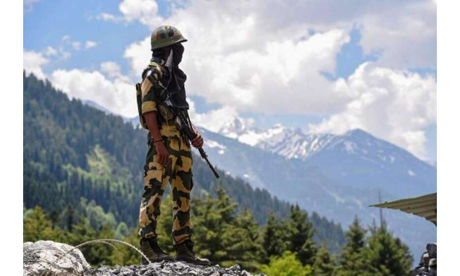 भारतीय सेना ने चीनी सैनिक को वापिस भेजा