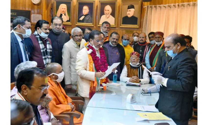 एमएलसी चुनाव के लिए भाजपा उम्मीदवारों ने भरा नामांकन