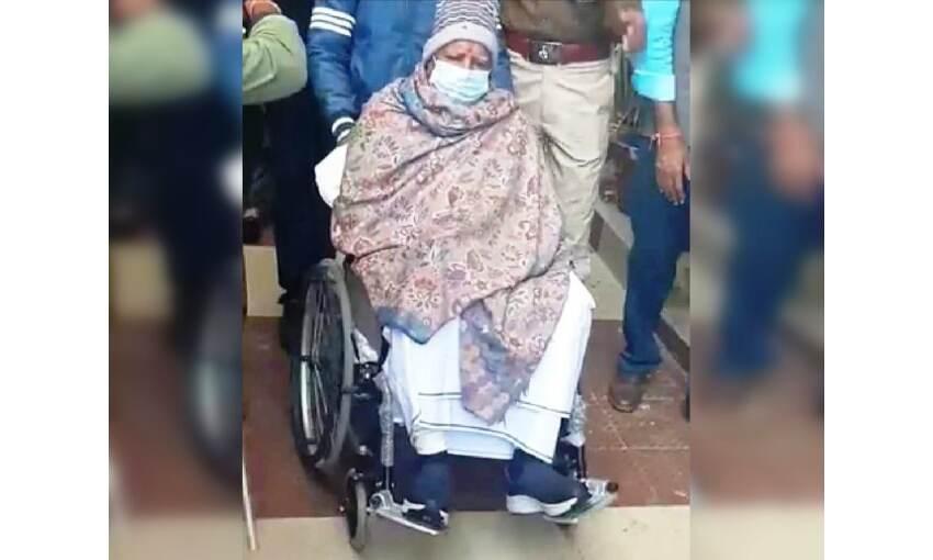 राजद सुप्रीमो लालू प्रसाद यादव की हालत गंभीर, भेजा गया एम्स दिल्ली