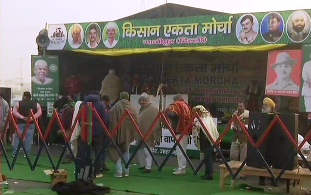 पूर्व IAS अफसरों की अपील, किसान अब खत्म करें आंदोलन, आम लोगों को हो रही परेशानी