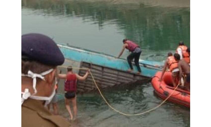 सीधी में यात्रियों से भरी बस नहर में गिरी, अब तक 42 शव मिले, बचाव कार्य जारी