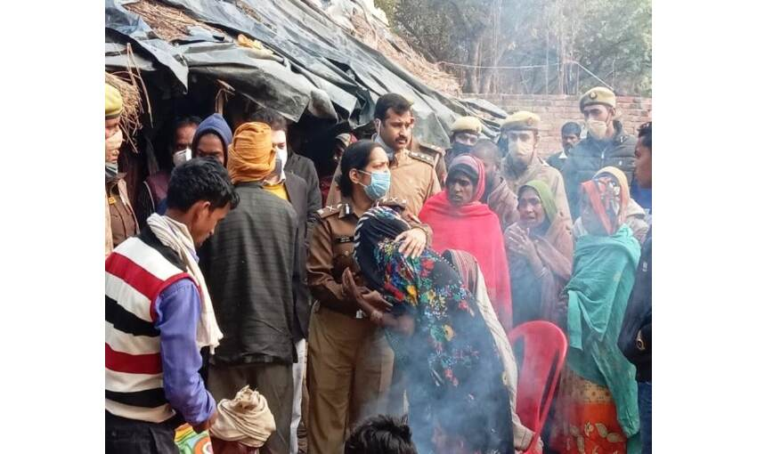 उन्नाव में कड़ी सुरक्षा के बीच हुआ बुआ-भतीजी का अंतिम संस्कार