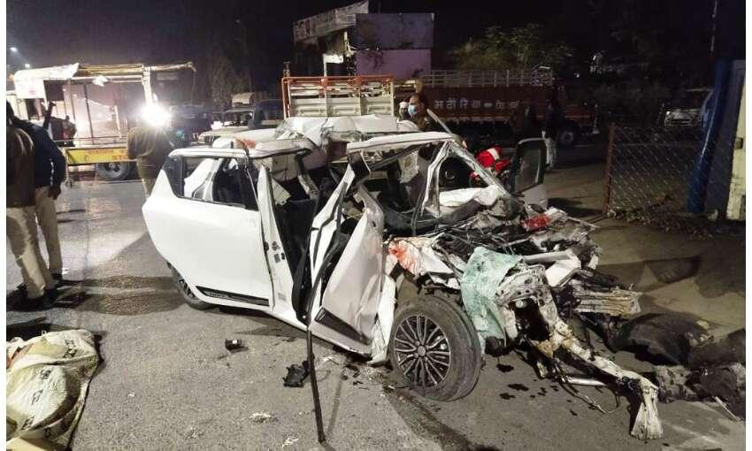 भीषण हादसा : खड़े टैंकर में जा घुसी तेज रफ्तार कार, छह युवकों की मौत