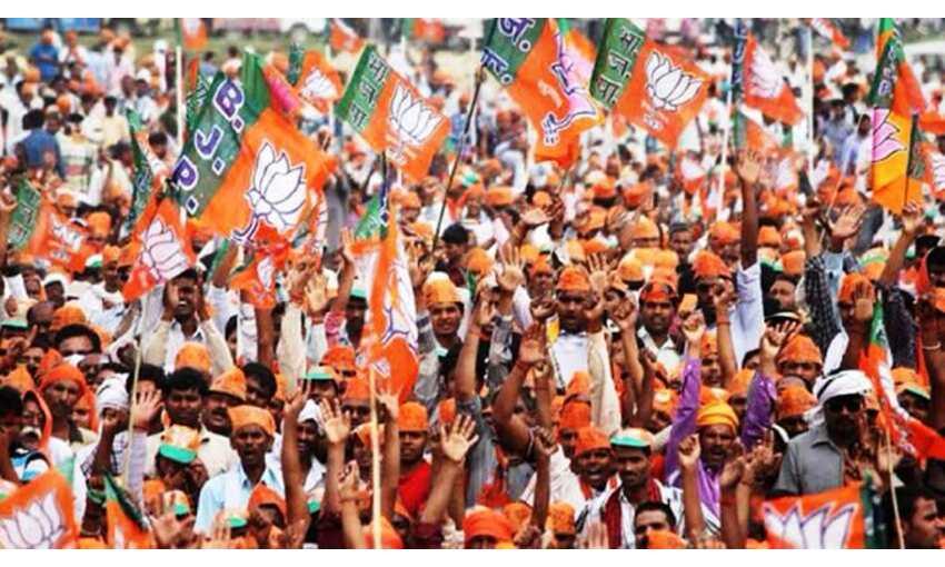 गुजरात निकाय चुनावों में भाजपा आगे, सूरत में आप दूसरे नंबर पर