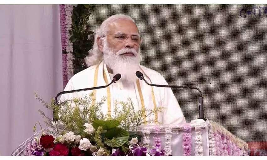 प्रधानमंत्री ने छात्रों को स्व-जागरुकता, आत्मविश्वास और नि:स्वार्थ के मंत्र दिए