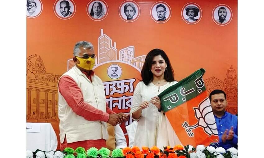 बंगाल चुनाव से पहले अभिनेत्री पायल सरकार हुई भाजपा में शामिल