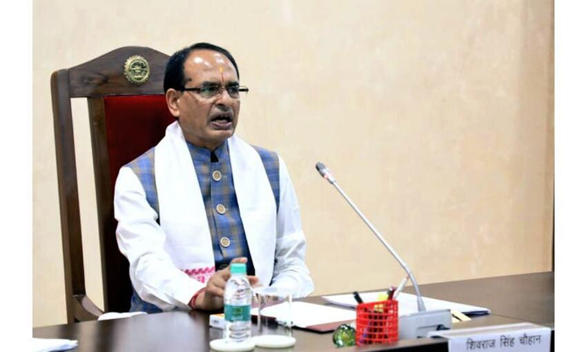 मुख्यमंत्री शिवराज सिंह ने लगवाया कोरोना टीका, वैज्ञानिकों का दिया धन्यवाद
