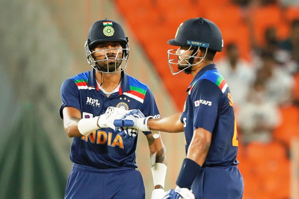 इंग्लैंड ने भारत को 8 विकेट से हराया