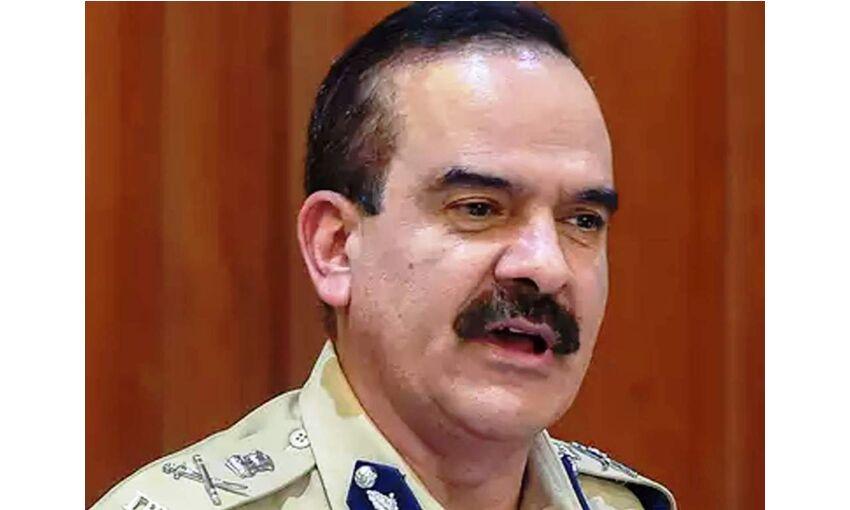अवैध वसूली मामलों में केस पूर्व पुलिस कमिश्नर सहित 28 लोगों पर केस दर्ज