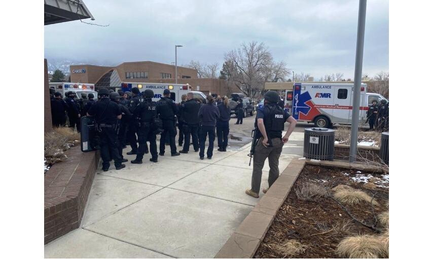 अमेरिका के कोलोराडो में गोलीबारी, 10 लोगों की मौत