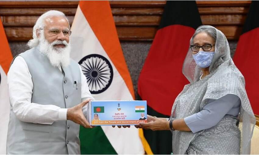 प्रधानमंत्री मोदी ने बांग्लादेश को दिए वैक्सीन के 12 लाख डोज और 109 एम्बुलेंस