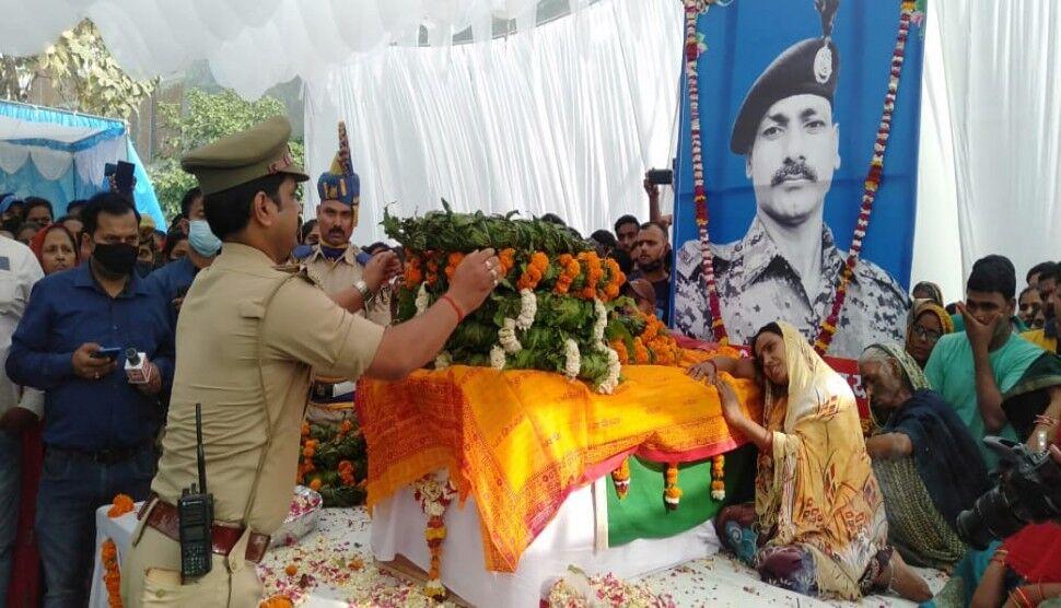 अयोध्या: नम आंखों से दी गई शहीद राजकुमार को विदाई