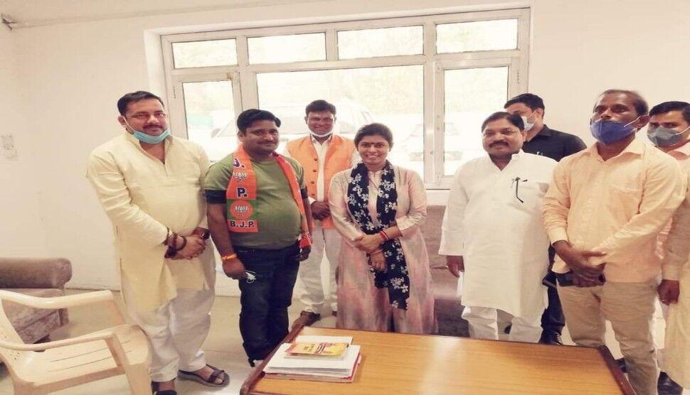 लखनऊ: भाजपा समर्थित प्रत्याशी के समर्थन में लवकुश सिंह ने मांगे वोट
